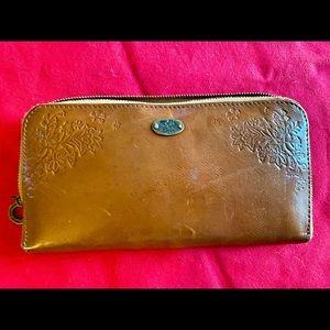 Roxy wallet, zipper work inside zip and two sided